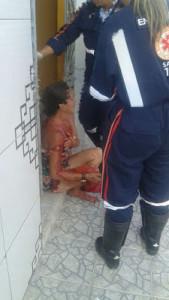 Vitima-de-facada-169x300 Exclusivo: Mulher é esfaqueada dentro de casa em Monteiro