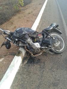 12435935_10205844417412744_1417270396_n-225x300 Batida entre carro e moto deixa uma pessoa morta e outra gravemente ferida em
