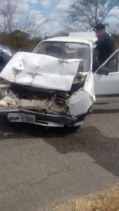 acidente-1-169x300 Exclusivo: Carro bate na traseira de carro de Som e deixa um ferido em Monteiro