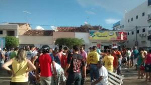 12465021_10205886242018333_1120764574_o-300x169 Colisão entre motos deixa três pessoas feridas no centro de Monteiro