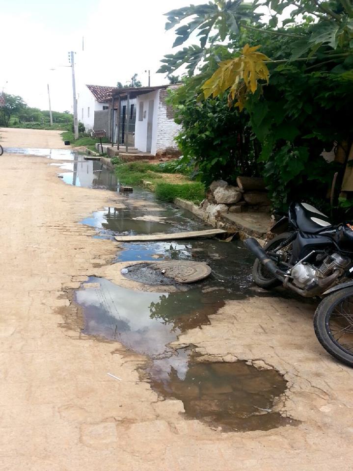 12625877_168631503507323_1666197010_n Moradores reclamam de esgotos estourados na Vila Santa Maria em Monteiro