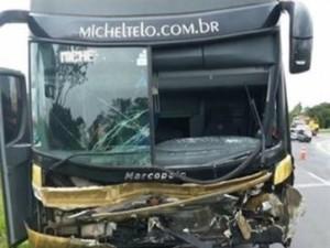 16021736280003622710000-300x225 Acidente com ônibus de Michel Teló mata três pessoas no Paraná
