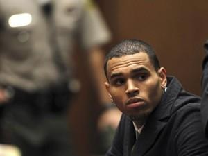 2013-11-21t135724z_1_bspe9a-300x225 Chris Brown é investigado por suposta agressão