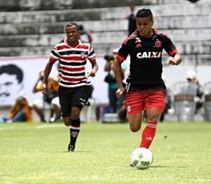 56a4e25ed3268-300x262 Santa Cruz vira sobre Flamengo e é campeão de torneio