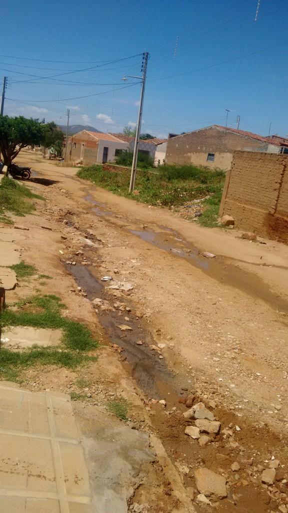 IMG_20160104_1245568781-576x1024 Em Monteiro: Esgoto estourado atrapalha rotina de moradores na Rua João José Sobrinho
