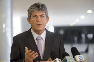 Ricardo-Coutinho-8-300x200 Relator pede pauta para julgar Aijes da Polícia Militar e Fiscal que pedem cassação de RC