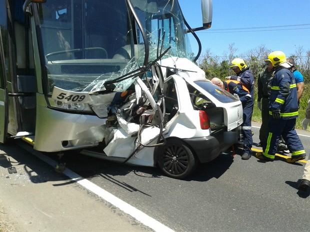 acidente2_dC9LfDe-300x225 Acidente entre ônibus e carro mata três soldados e fere três pessoas