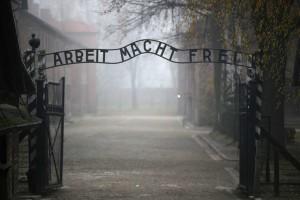 auschwitzgettyimages-300x200 Alemanha julgará ex-enfermeiro de Auschwitz por cumplicidade