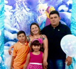 familia-300x271 Prefeito Célio Barbosa emite mensagem de FELIZ ANO NOVO aos Tigrenses
