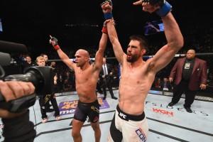 gettyimages-503213236_1-300x200 Lawler mantém cinturão em combate eletrizante contra Condit no UFC 195