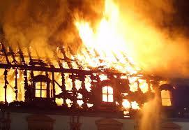 images-2 Casa é incendiada após queda de fogos de artifícios no telhado em Camalaú