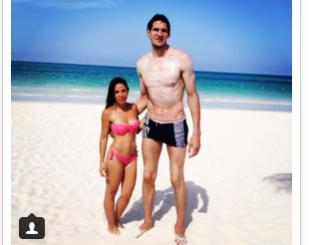 jogador-de-basquete-310x245-300x237 Diferença de altura de gigante dos Spurs com esposa viraliza