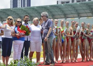 ricardo-e-deelgacao-russa_foto-walter-rafael-2-300x213 Ricardo prestigia exibição de nado sincronizado russo e brasileiro na Vila Olímpica