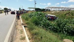 12675071_10206199238883059_1029090531_o-300x169 Exclusivo: Motorista perde controle e van da Prefeitura de Monteiro cai em barranco