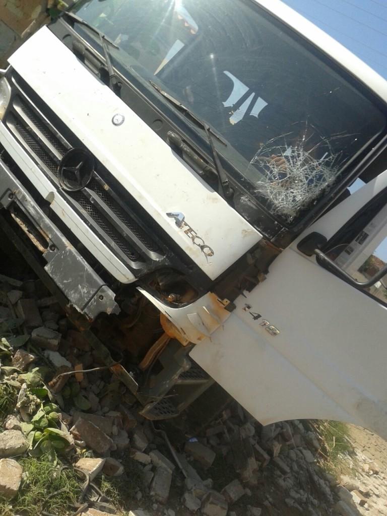 20160211041036-768x1024 Em Monteiro: homem furta carro, colide em muro e é preso