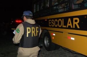 ESCOLAR-POLICIA-1-300x199 Ônibus da Prefeitura de Serra Branca é autuado pela Polícia Rodoviária Federal
