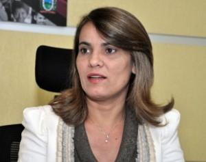 Livânia-Farias-secretaria-310x245