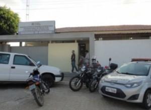 delegacia-de-Monteiro-300x218 Polícia Militar cumpre mandado de prisão na zona rural de Monteiro