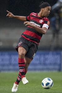 ronaldinho-200x300 Flamengo vai pagar R$ 17 milhões a Ronaldinho após ação judicial