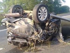 16277336280003622710000-300x225 Carro capota em trecho da BR 230, mas motorista some e veículo fica abandonado na pista