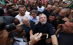592826-970x600-1-300x186 Defesa de Lula condena condução coercitiva e rebate Ministério Público