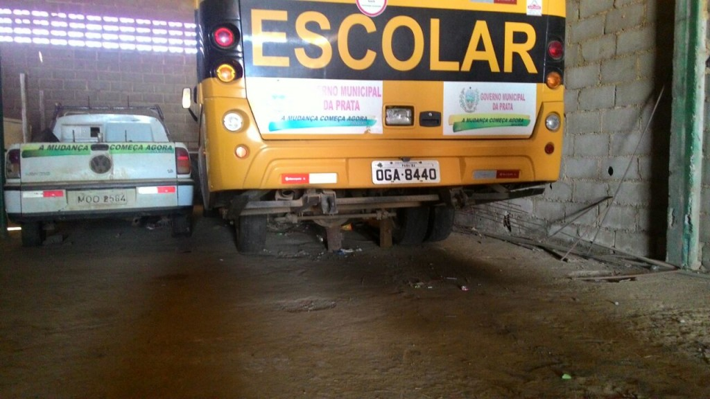 875a94ab-baee-4921-a458-d6ab1d6bb91e-1024x576 Vereador denuncia sucateamento de Ônibus Escolar no município da Prata