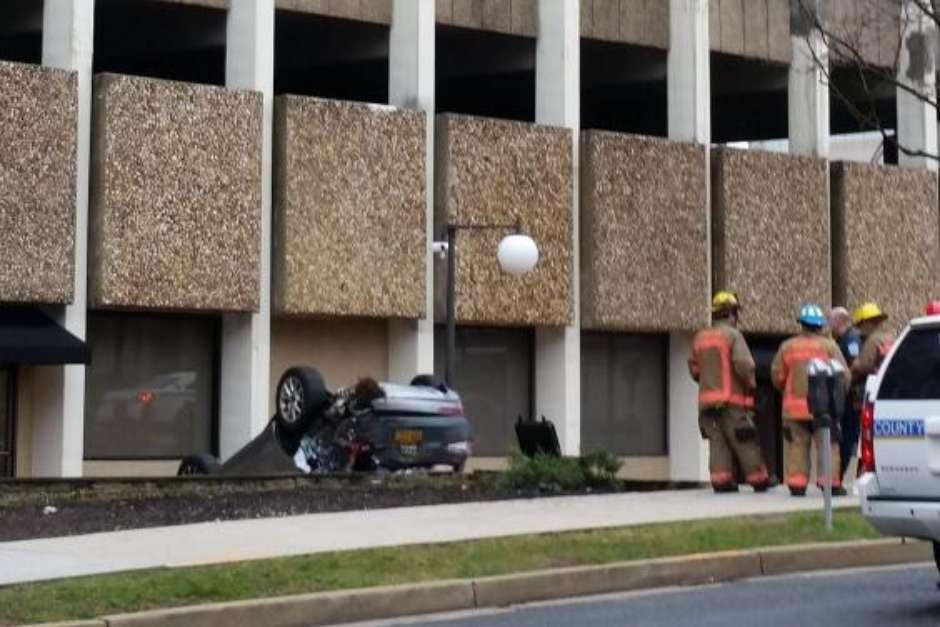 baltimore-300x200 Mulher erra manobra e cai de 4º andar de edifício-garagem