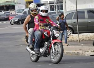 fiscalizacao-mototaxi-smtu-02-300x216 3 ou 4 reais ? Qual tarifa certa para se pagar aos Mototaxistas de Monteiro