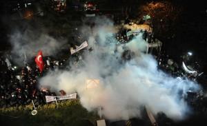jornal-turco-zaman-300x183 Polícia invade jornal turco em Istambul