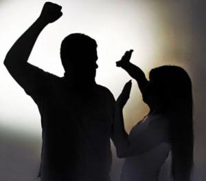 violência-contra-a-mulher-300x263 Homem embriagado agride esposa na presença da filha de 4 anos em Monteiro