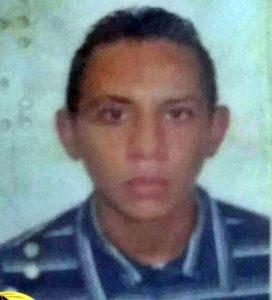20160419075635-272x300 Jovem é assassinado a tiros em Soledade