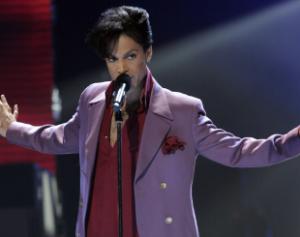 prince1-310x245-300x237 Prince morre aos 57 anos e polícia investiga casa do cantor