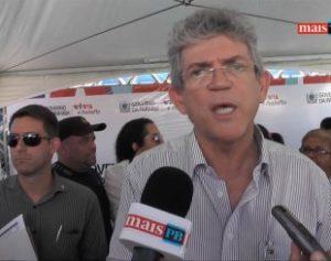 ricardo-coutinho3-1-300x237 Associações organizam protesto contra Ricardo no Sertão