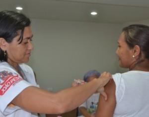 vacinacao-310x245-300x237 SMS dá início à vacinação contra o H1N1 dia 13