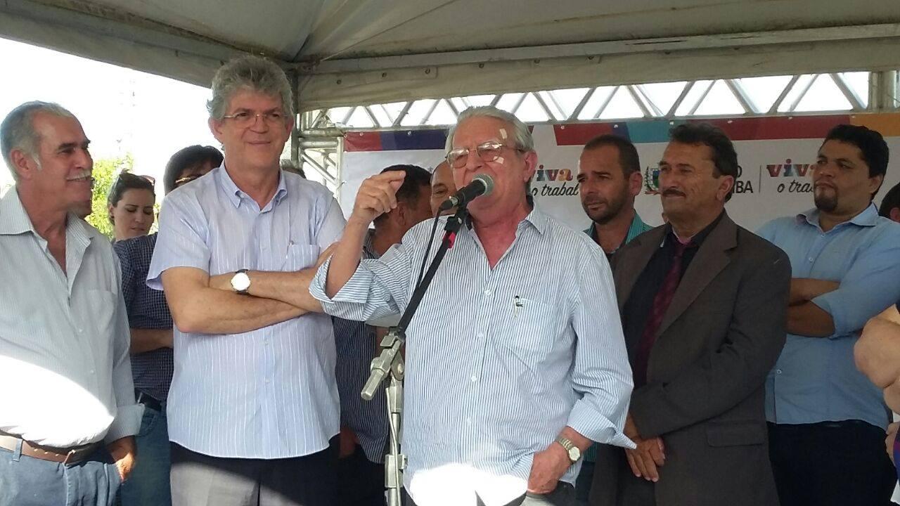 13148008_10206778759530713_2137371719_o Célio Barbosa inaugura rodovia ao lado de Ricardo Coutinho e Adriano Galdino