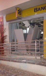 13282850_1064402396960322_935555728_o-183x300-183x300 Bando explode agência do Banco do Brasil de Sumé