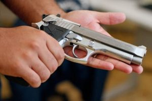 2015-06-18_22-00-33_1-300x200 Comissão de Segurança aprova porte de arma para advogados