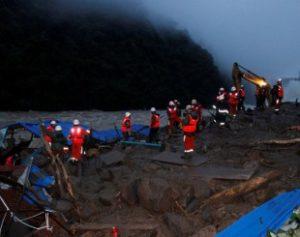2016-05-08t143655z_1583951941_s1aetcwmixaa_rtrmadp_3_china-landslide-300x237 eslizamento de terra deixa 8 mortos na China