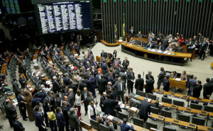 16153461-300x185 Com aval de Temer, Câmara aprova pauta-bomba de R$ 58 bi em reajustes