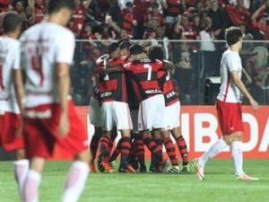 fla-300x225 Fla vence o Inter e cola na ponta da tabela; confira placares do Brasileirão