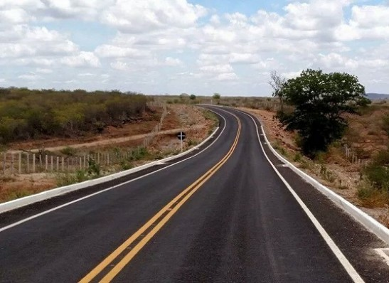 timthumb-3 Carro capota e deixa três feridos na estrada que liga Serra Branca à Coxixola