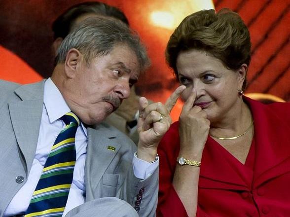 """28042016183755-300x224 Dilma e Lula discutem """"programa da volta"""" com eixos para o governo"""
