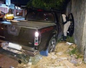 Carro-desgovernado-310x245-300x237 Carro desgovernado provoca série de colisões e atropelamentos na Paraíba