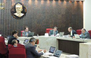 Sessão-Pleno-06-07-16-300x191-300x191 Gastos irregulares com locação de veículos, combustíveis e merenda escolar reprovam contas de prefeito