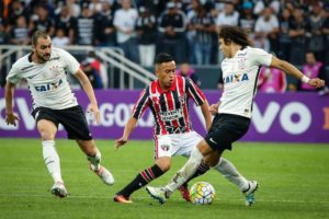 gazeta-press-foto-893954-300x200 Corinthians empata com o São Paulo e vê Palmeiras abrir