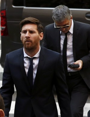 messi_tribunal4_reuter-230x300 Messi é condenado a 21 meses de prisão por fraude fiscal na Espanha