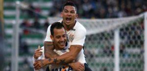 rodriguinho-e-luciano-comemoram-gol-do-corinthians-contra-a-chapecoense-1468100987976_615x300-1-300x146 Ponte Preta consegue virada sobre o Sport e dorme no G-4 do Brasileiro