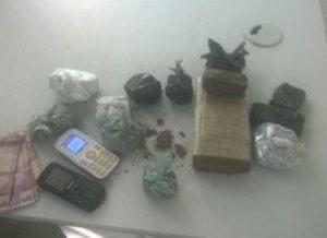 timthumb-19-300x218 Adolescente é detido com cerca de 1 quilo de maconha no Cariri