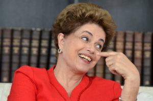 16217865-300x199 Darei apoio a plebiscito, diz Dilma sobre carta que prepara ao país