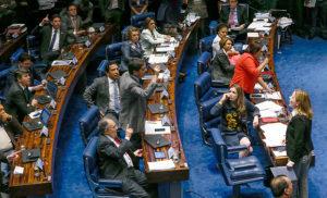 16238150-300x182 Com mais de 15 horas de sessão, 1° dia de julgamento de Dilma tem bate-boca